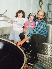 Suhru winemaker Russell Hearn and his daughters